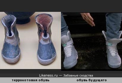 """""""Новое — это хорошо забытое старое"""": глиняная обувь из афинского музея (900 г. до н.э.) напоминает кроссовки из фильма """"Назад в будущее"""""""