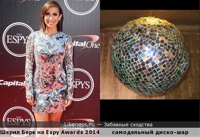 Платье похоже на дискотечный шар