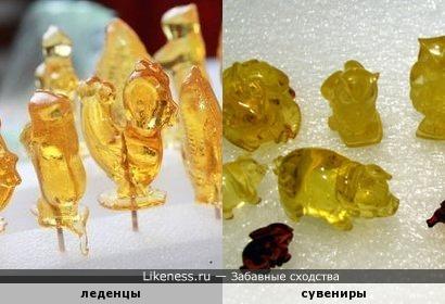 """Петушки"" из жжёного сахара похожи на янтарные фигурки."