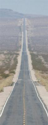 Дорога в перспективе напоминает Эйфелеву башню