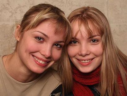 юные двойняшки фото