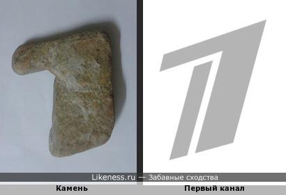 Камень похож на логотип Первого канала