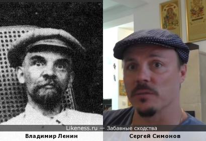 Сергей Симонов в кепке напоминает Ленина