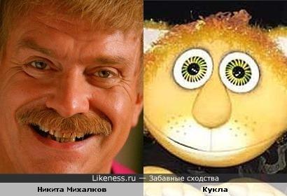 Никита Михалков и персонаж кукольного спектакля
