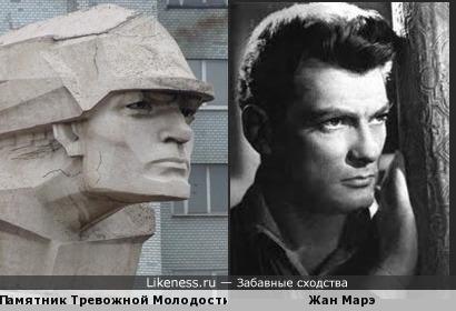 """Памятник Тревожной Молодости,он же """"Фантомас"""" похож на Жана Марэ... он же """"Фантомас"""""""