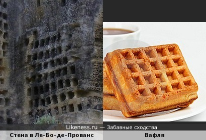 Стена замка напомнила вафельку