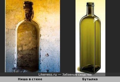Частично поврежденная ниша в стене здания напоминает бутылку