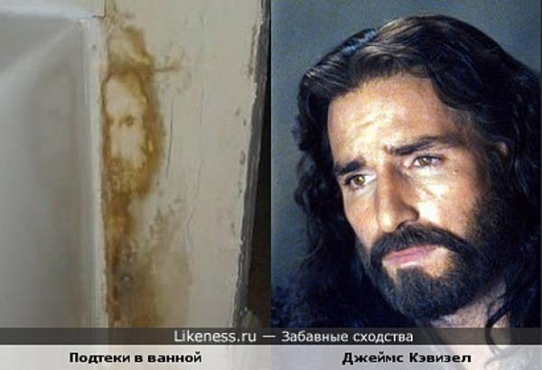 Пятна на стене в ванной похожи на человека