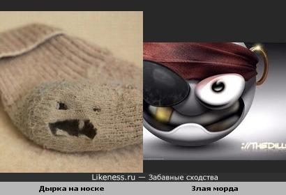 Дырка на носке похожа на злую морду