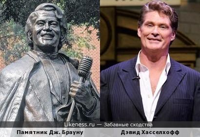 Актёр Дэвид Хасселхофф и памятник Джеймсу Брауну