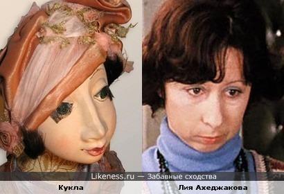 Кукла немного похожа на великолепную Лию Ахеджакову))