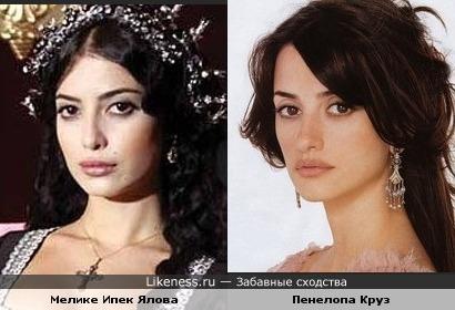 Мелике Ипек Ялова и Пенелопа Круз