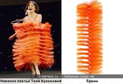 Платье похоже на ёршик