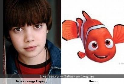 Мальчик похож на рыбку