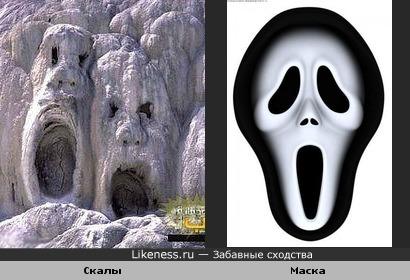 Скалы похожи на маску