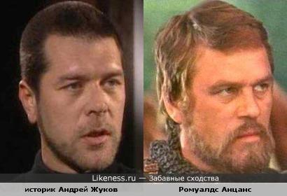 Тот, к-рый похож немного на Рассела Кроу, больше похож на короля Ричарда-Львиное Сердце
