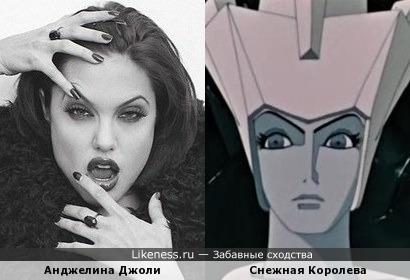 Анджелина Джоли в роли Снежной Королевы. Глаза, а рука чем-то напомнила корону Снежной К.